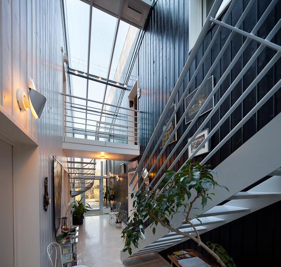 véranda encastrée en aluminium permettant al liaison entre deux bâtiments