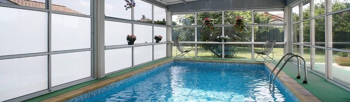 veranda avec piscine. Black Bedroom Furniture Sets. Home Design Ideas